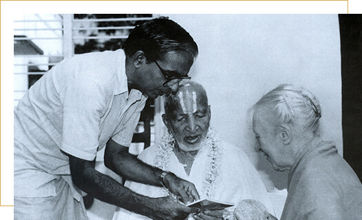Madame Indra Devi - Late Shri T.Krishnamacharya with his students Shri TKV Desikachar & Madame Indra Devi