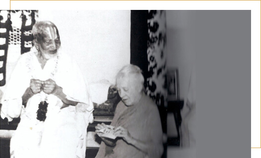Madame Indra Devi - first foreign woman among dedicated yogis to spread Yoga in Russia, China, USA and several other parts of the world. Late Shri T. Krishnamacharya with his student Madame Indra Devi