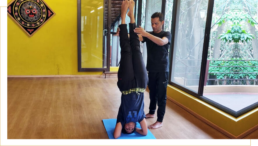 personalised yoga classes siraasana training